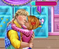 Анна и Кристоф сладко целуются