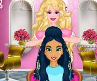 Барби делает прическу принцессам