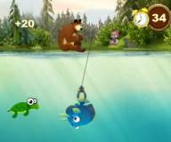 Маша и Медведь ловят рыбу