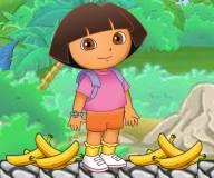 Даша кормит Башмачка бананами